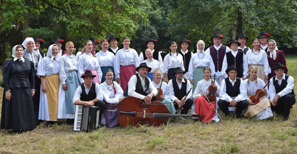 Članska folklorna skupina po nastopu na 46. Mednarodnem folklornem festivalu v Beltincih